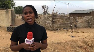 Amaka Okoye nigériai újságírónő a CSI megbízásából Chibokba utazott, hogy az elrabolt lányok hozzátartozóival beszéljen. | © CSI